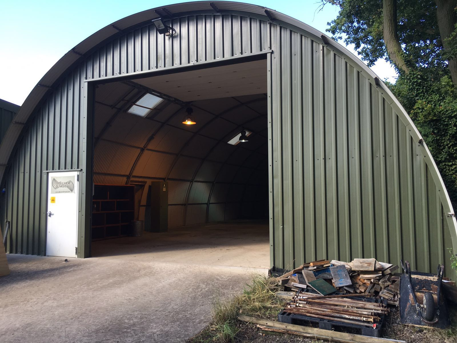 Showmans Yard To Let